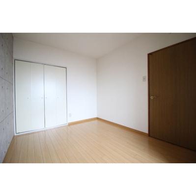 【寝室】コニファープラザ新福