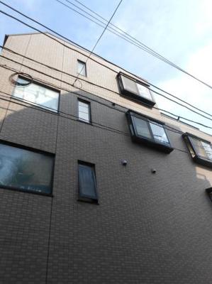 京浜急行線「穴守稲荷」駅より徒歩6分のマンションです
