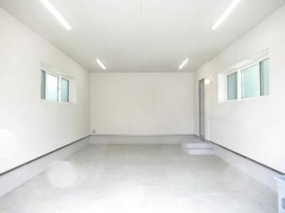 ビルトインガレージ室内