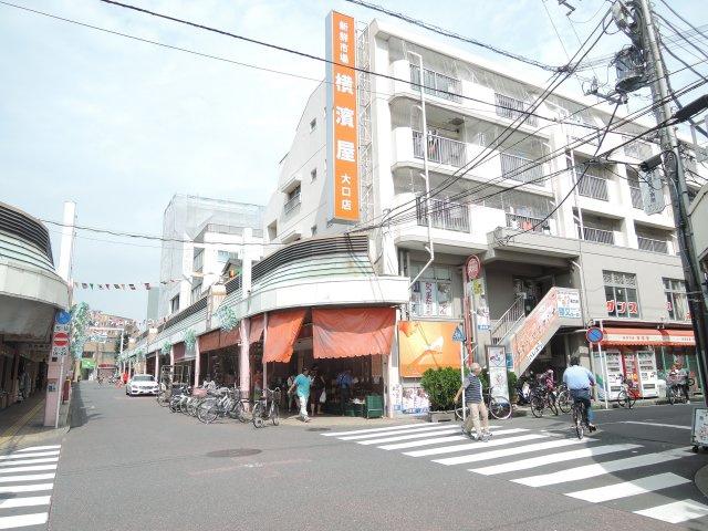 徒歩1分には横濱屋。