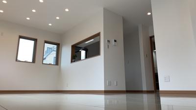 ~室内写真~白を基調としているので、オシャレな空間が広がります。