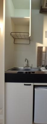 キッチン部分に収納スペースあります