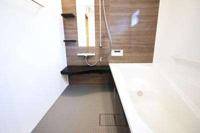 浴室暖房乾燥機は雨の日の乾かなかった洗濯物も乾かせる奥様の強い味方です。