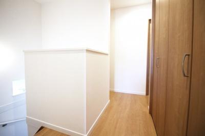 2階のホールにクローゼットがありとても助かります\(^_^)/収納はいくつあっても困りません。