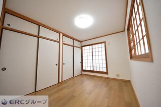 2階洋室、広々二間収納♪