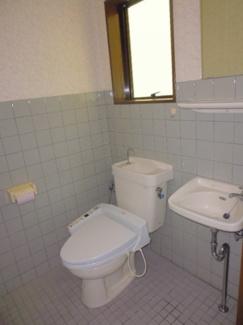 シンプルで使いやすい共同トイレです