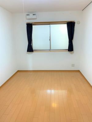 明るい洋室です