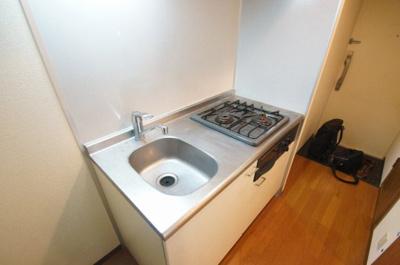 使い勝手の良いグリル付きの2口ガスキッチンです