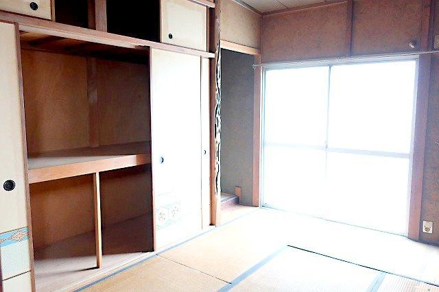 【現地写真】 約6帖の、北側和室スペース♪ 弊社にてフルリフォームも承ります♪