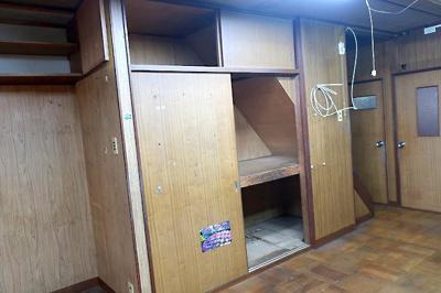 【現地写真】 LDKに階段下スペースを利用した収納♪ 弊社にてフルリフォームも承ります♪