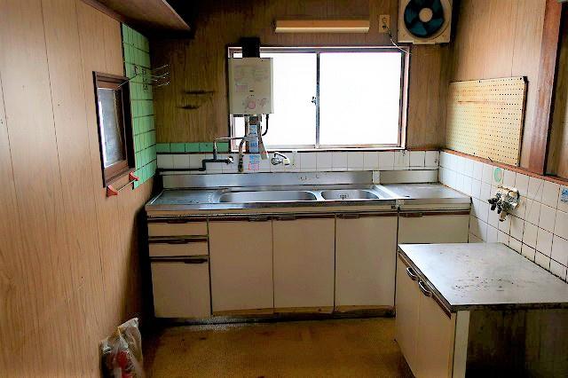 【現地写真】 広いキッチンスペースです♪ 弊社にてフルリフォームも承ります♪