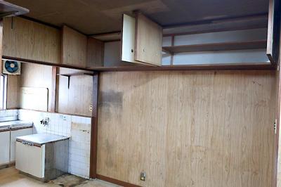 【現地写真】 キッチンスペースに吊戸棚あり♪ 弊社にてフルリフォームも承ります♪