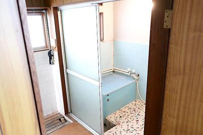 【現地写真】 ランドリールーム&浴室♪ 弊社にてフルリフォームも承ります♪