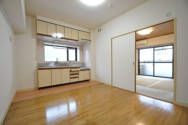 【居間・リビング】エメラルドマンション