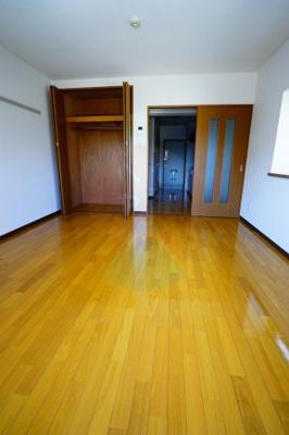 広々としたお部屋ですね。