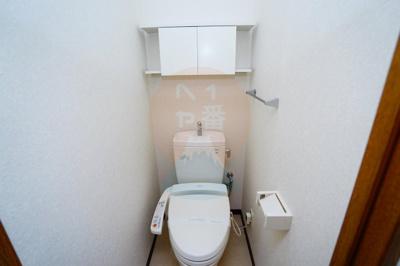 うれしいウォシュレット付きトイレです。