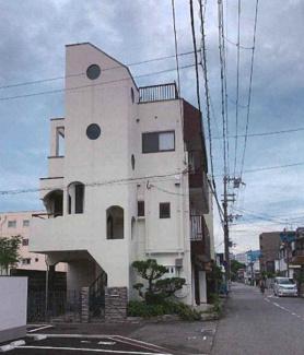 昭和58年8月建築 1階が店舗2,3階が住居です♪開放的な立地です!ぜひ現地をご覧ください(^^)お気軽にネクストホープ不動産販売までお問い合わせを!!