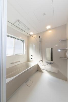 【施工例】どんな色味の浴室になるか気になるな…という方はお気軽に担当までお尋ねくださいね♪