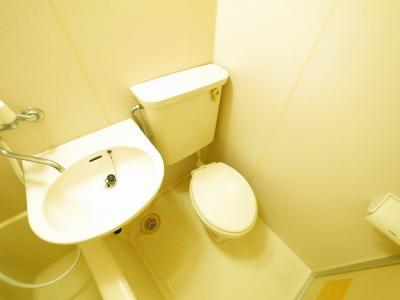 コンパクトで使いやすいトイレです