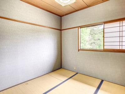 便利なキッチン上部収納があります