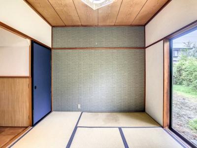 襖がブルーで爽やかな雰囲気の和室です