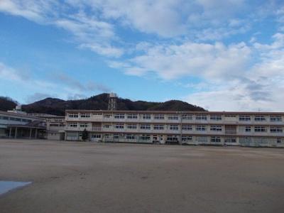 加茂小学校まで500m