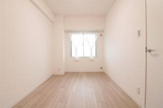 玄関横の洋室4.5帖です♪独立した居室で在宅アークのお部屋としてもいいですね(^^)