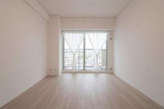 洋室6帖です♪バルコニーに面した明るく開放的な室内です!ぜひ現地でご確認ください(^^)