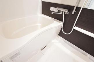 新品の浴室ユニットバスです♪一日の疲れを癒してくれます!水廻り全てが新品で気持ちよくご入居していただけます(^^)