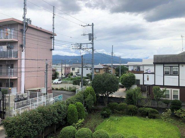 住戸からは山が眺望できます。