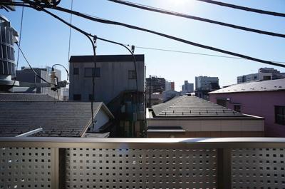 バルコニーから正面眺望♪日当たり良好!