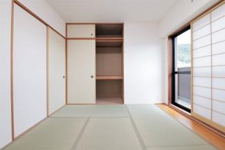 和室6帖には大きな押入れが設けられております♪たくさんの収納ができますね(^^)