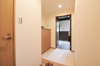 スッキリとした玄関です♪シューズBOXも設けられております!