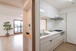 対面式システムキッチンです♪お料理しながらご家族との楽しい会話が弾みますね(^^)