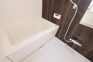 新品の浴室ユニットバスです♪浴室乾燥機付きで雨の日のお洗濯物も困りませんね(^^)