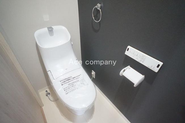 トイレは1階と2階の2ヶ所に完備♪共に同形状のシャワートイレです☆
