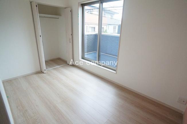 【2階:洋室5帖】バルコニーに面したお部屋です☆クローゼット完備です♪
