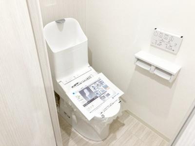 新品のシャワー便座付きトイレ