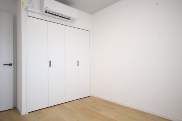 洋室には、サービスでエアコンが1台ついています。