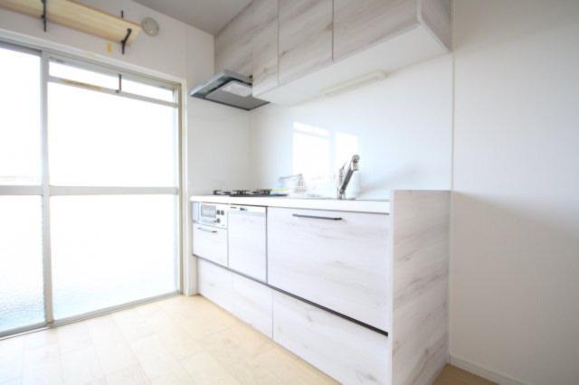 キッチンは家事を楽にする食器洗浄乾燥機、カートリッジ交換式の浄水器、掃除のし易いレンジフード(換気扇)などの機能が充実しています。