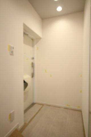 白を基調とした玄関周りも明るい雰囲気です。