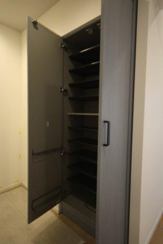 玄関のシューズボックスは十分なスペースが確保されています。
