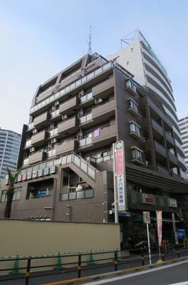 京浜急行線「京急蒲田駅」徒歩1分の駅近マンションです。