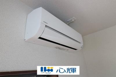 1F洋室エアコン1台設置済みです。。