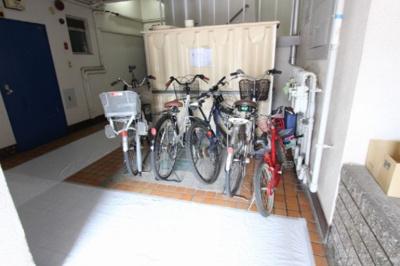共立第一マンションの駐輪場です。