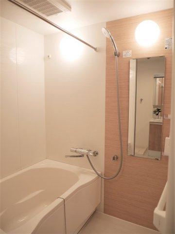 浴室乾燥機が備わっているので雨の日のお洗濯にも強い味方です。