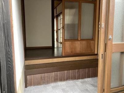 【玄関】関西町貸家