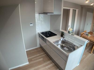 きれいなキッチンです。対面式で使いやすいです。