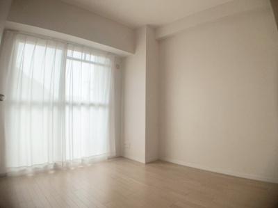 個人の部屋や寝室として使える洋室です。4.7帖です。