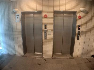 エレベーターが2基あるので上下階の移動も楽です。